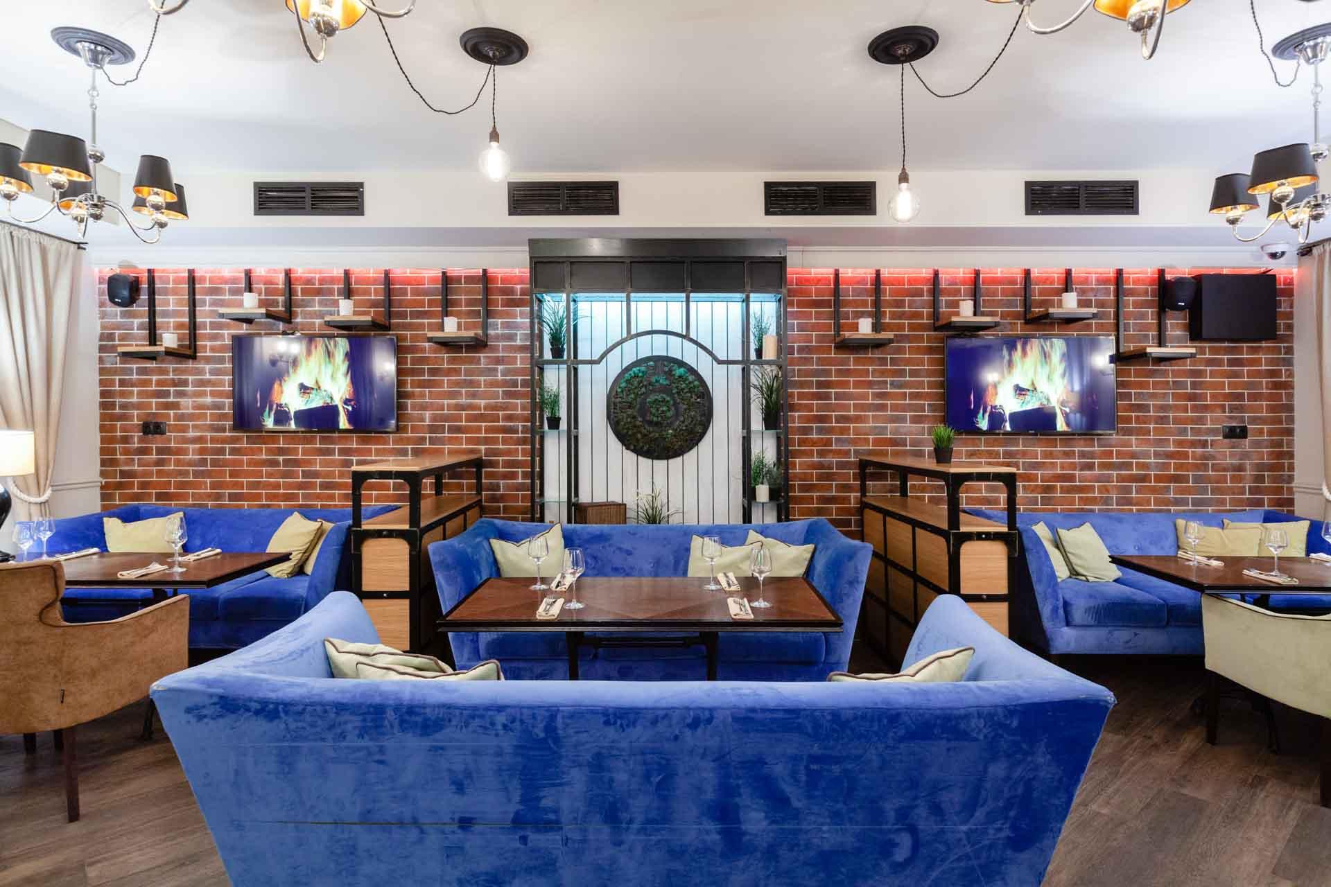 Банкетный зал / -1 этаж / вмещает 36 гостей